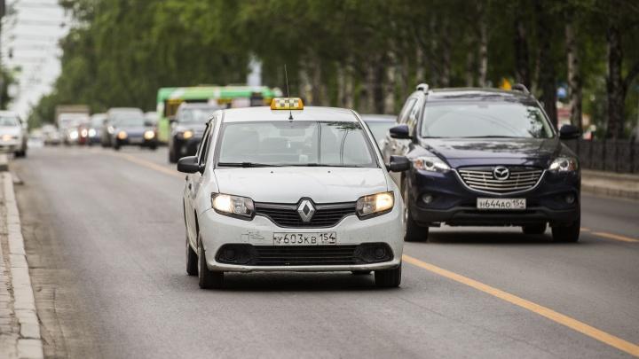 А то слишком дёшево: чиновники предложили таксистам доплатить за лицензию
