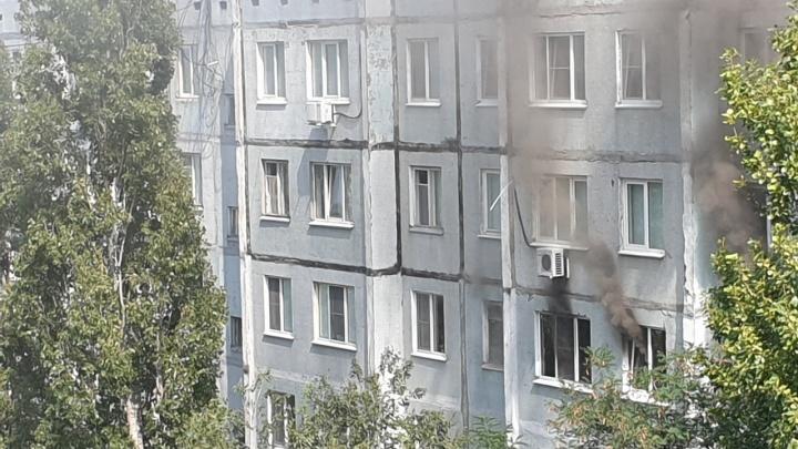 В Волгограде эвакуировали жильцов горящей девятиэтажки