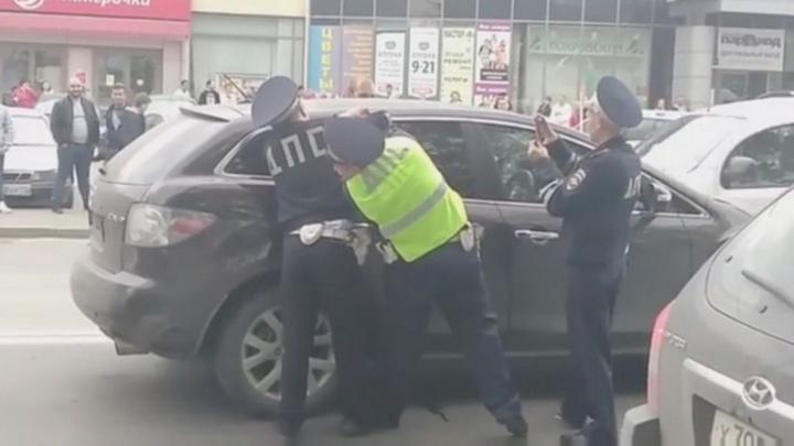 Девушке, которую гаишники выкуривали из машины на Юго-Западе, грозит 15 суток ареста