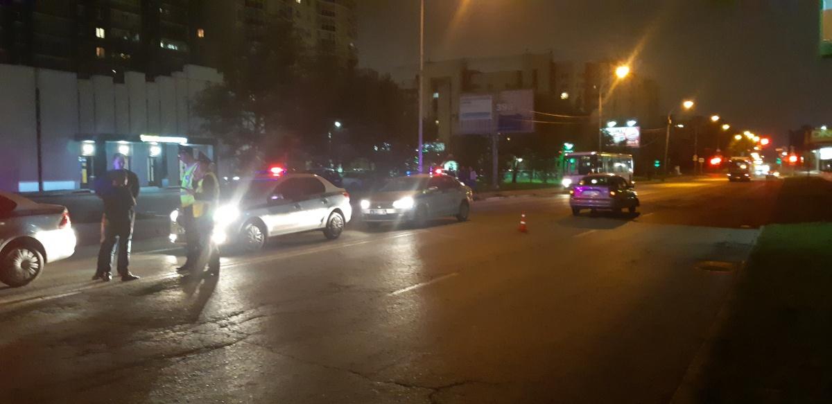 В районе «Карнавала» погибла женщина, которую сбили сразу два автомобиля