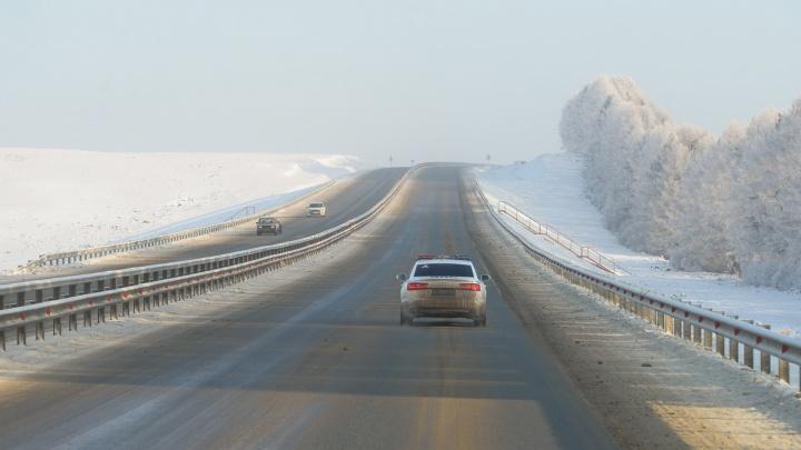 Дорожники призвали уральских водителей отказаться от загородных поездок из-за морозов