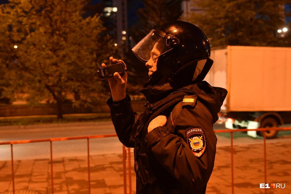 На пятый день акции в защиту сквера у Драмы екатеринбуржцы устраивали концерты и водили хороводы