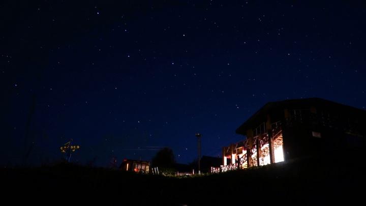Вспышки света и странный гул. Жители Красновишерска заметили необычные явления в небе