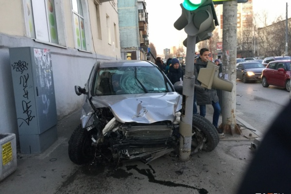 Пузырев за рулем Honda CR-V вылетел на тротуар и сбил сначала мужчину, а потом женщину с двухлетним ребенком