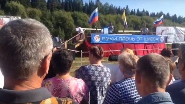 «Вас должны услышать в Москве — возмущайтесь»: в Урдоме прошел митинг против «мусорного» полигона