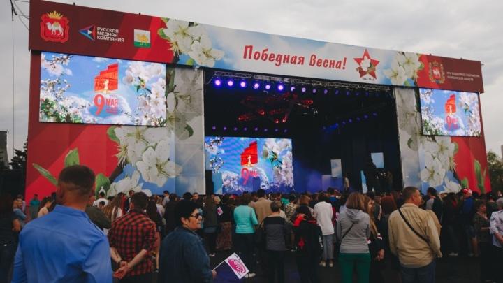 «Это такая честь для нас»: в День Победы для челябинцев спели Лев Лещенко и Елена Ваенга