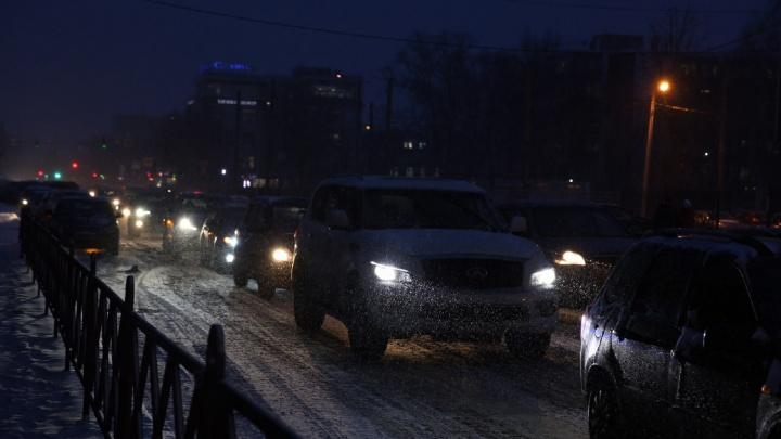 В центре — ад: Ярославль встал в 9-балльные пробки. Куда лучше не соваться на машине