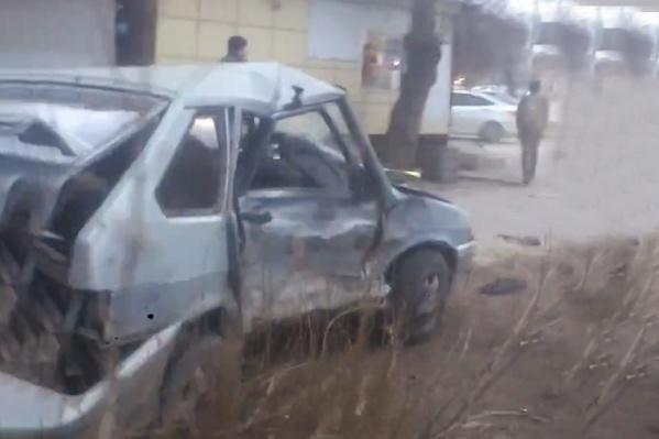 Автомобиль ВАЗ-2114 получил серьезные повреждения