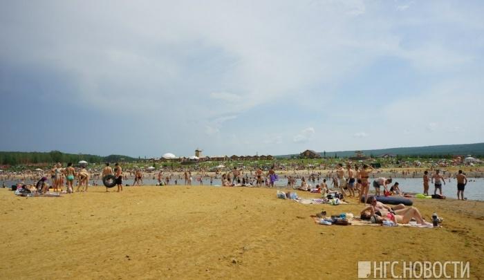 Пляж с горящим песком