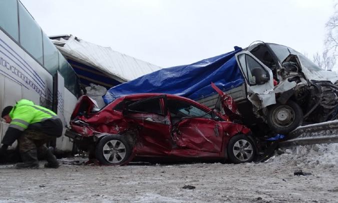 «У водителя лицо было в крови и осколках»: пассажир автобуса рассказал подробности ДТП под Пермью