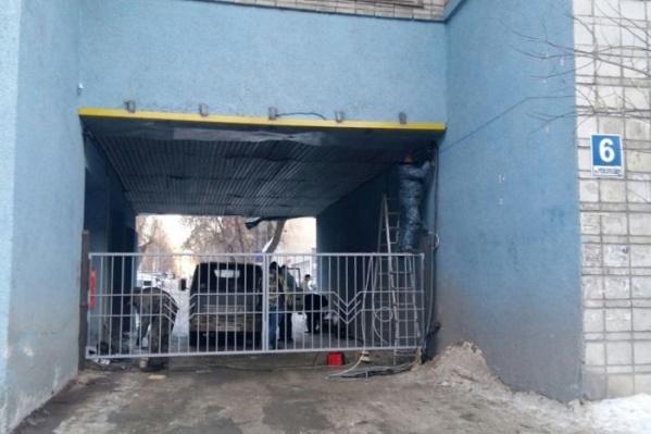 Ворота на прошлой неделе закрывали только на время монтажа