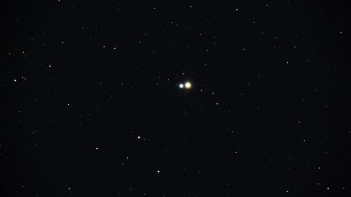 Сегодня ночью тюменцы могут увидетьсближение Луны со звездой и кометуДжакобини-Циннера