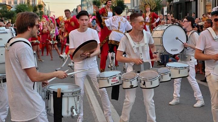 Барабаны, самба и ходули: публикуем подробную программу самарского карнавала
