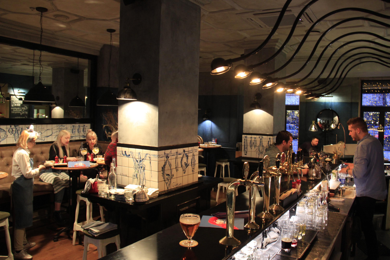 В баре «Крабы, гады и вино» (Екатеринбург)