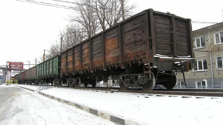 Под Волгоградом железнодорожный состав чуть не протаранил грузовик