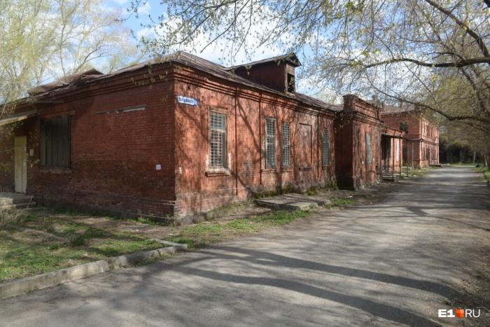 Здания на Челюскинцев, 5 когда-то входили в комплекс больницы