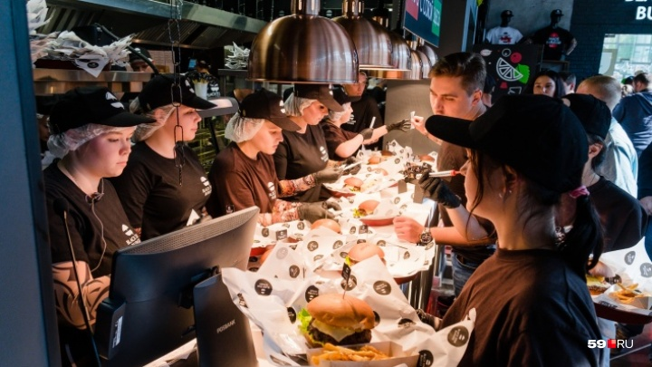 В Перми поварам и официантам Black Star Burger выплатили зарплаты