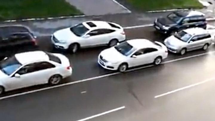 На улице Пушкина появилась полоса движения, на которой не помещаются машины
