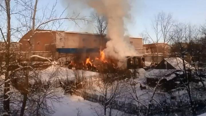 Приехали вовремя: в Прикамье пожарные спасли из горящего дома пенсионерку