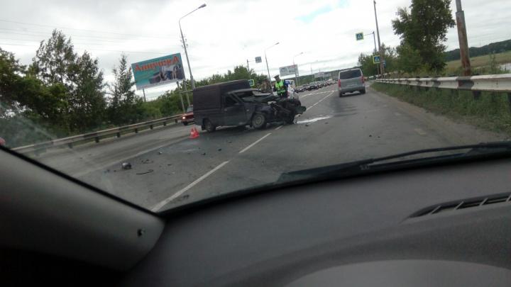 На шоссе Тюнина в Кургане из-за аварии затруднено движение