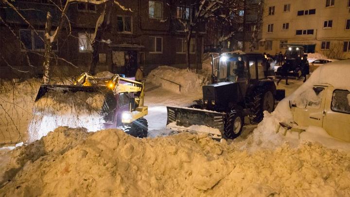 Осторожно, работает бульдозер: какие дворы Уфы расчистят от снега в понедельник, 10 декабря