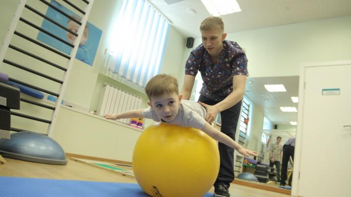 Здоровая спина — здоровый ребенок: что такое сколиоз и как от него избавиться