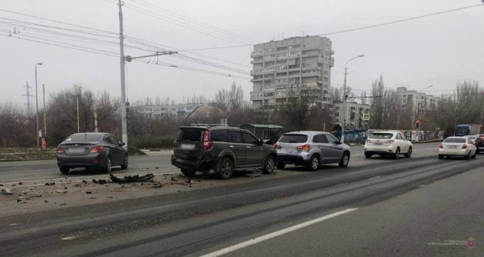 Вторую Продольную на юге Волгограда разделят бетонными блоками