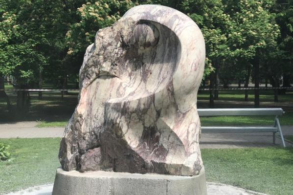 Первый памятник в Первомайском сквере, который отмыли во время акции