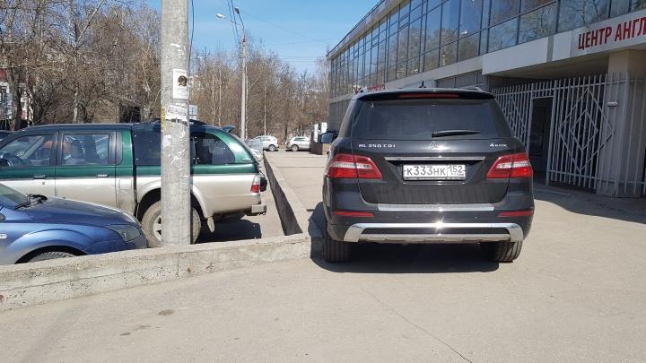 «Всё больше и больше наглеют!» Короли парковки перепутали тротуар с дорогой