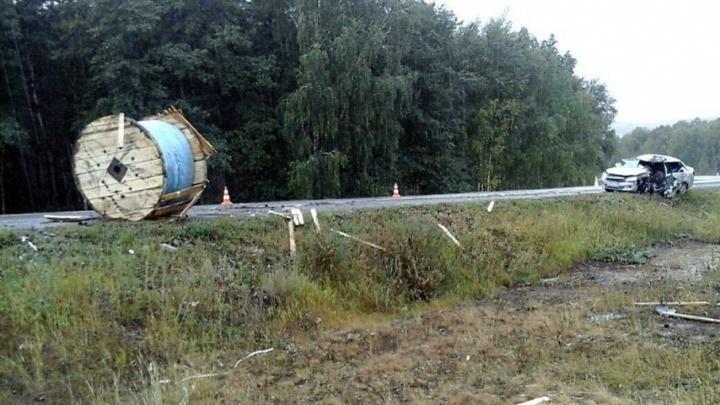 В Башкирии восьмитонный груз слетел с фуры и убил водителя легковушки
