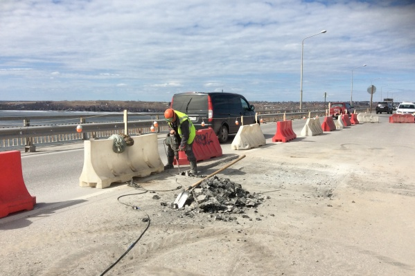 Сегодня на мосту начался ремонт