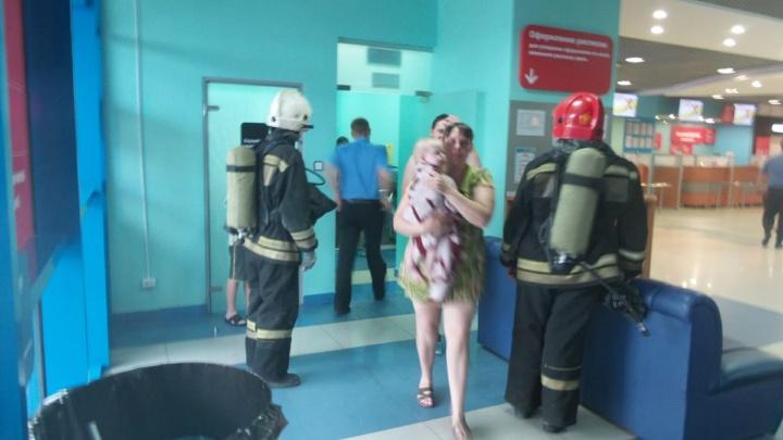 Не успели даже одеться: из аквапарка «Лимпопо» эвакуировали больше 400 человек
