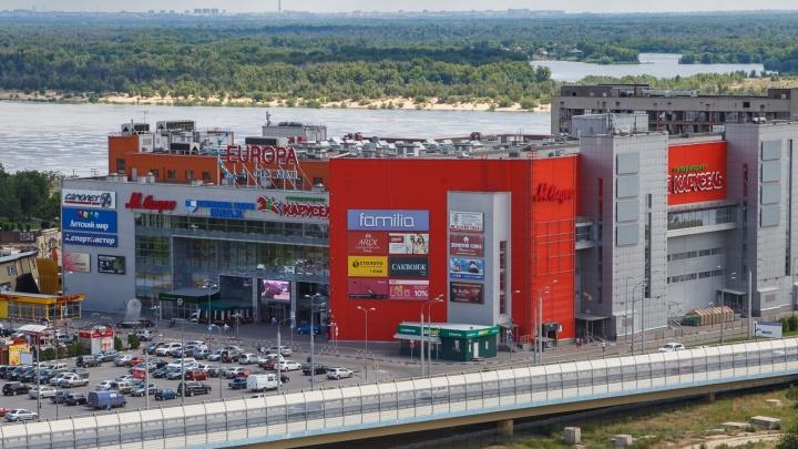 «Некоторые всё равно шли внутрь»: торговый центр в Волгограде напугал посетителей эвакуацией