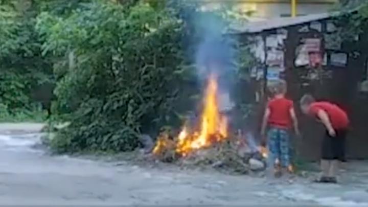 В Самаре подростки подожгли тополиный пух под газовой трубой