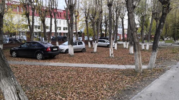 «Я паркуюсь, как...»: автохамы на Республики и любители занимать места для инвалидов