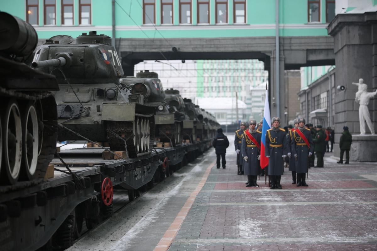 Танки везут в Московскую область