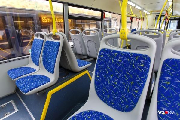 Пассажирку автобуса с травмами отвезли в больницу