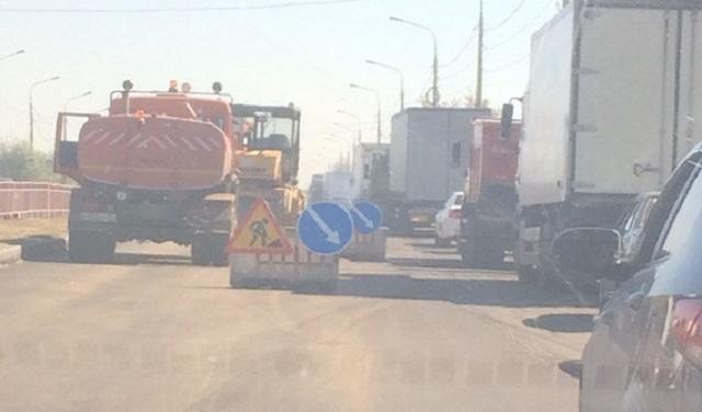 Дорожный ремонт стал причиной двухкилометровой пробки на юге Волгограда