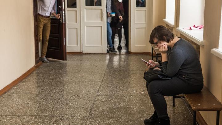 Основатель «Электронного города» высмеял родителей, которые запрещают детям телефоны на уроках