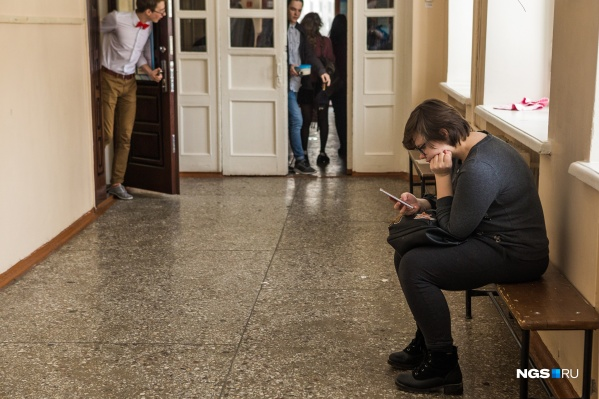 А вы поддерживаете запреты на использование мобильных телефонов в школах?