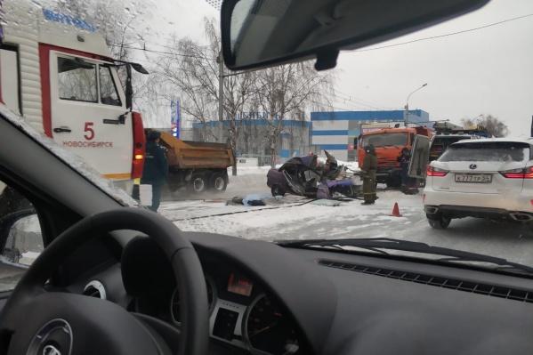 Автомобили столкнулись недалеко от АЗС на улице Жуковского