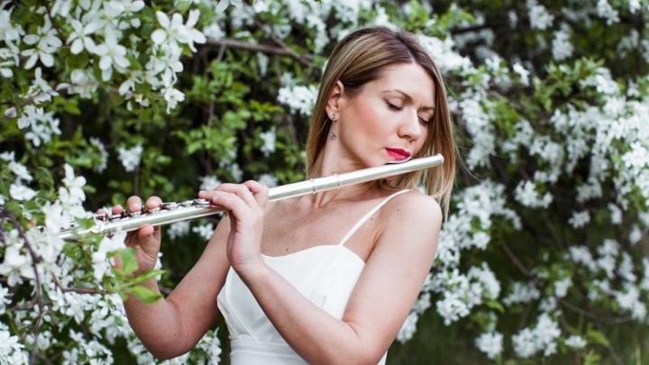 Красноярская флейтистка сыграла мелодию из мюзикла и записала клип на «Столбах»