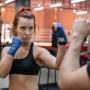 Заставили попотеть: челябинская красотка протестировала новый боксерский клуб