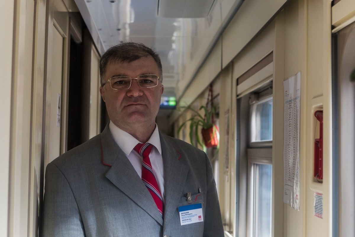 В момент катастрофы начальнику поезда Адлер — Новосибирск Эльдару Фарзалиеву было 25 лет