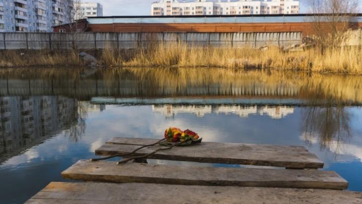 Мэру Омска внесли представление из-за котлована, в котором погибли двое детей