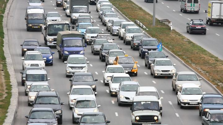 Дороги Новосибирска встали в пробки из-за многочисленных ДТП
