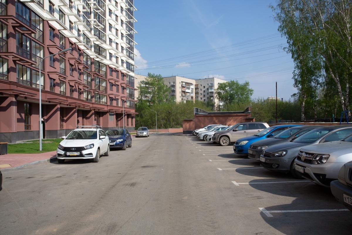 Вдоль домовспроектированы удобные проезды и гостевые парковки