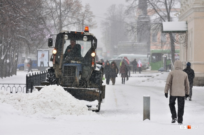 Одна из самых больных тем в Екатеринбурге этой зимой — плохая уборка дорог