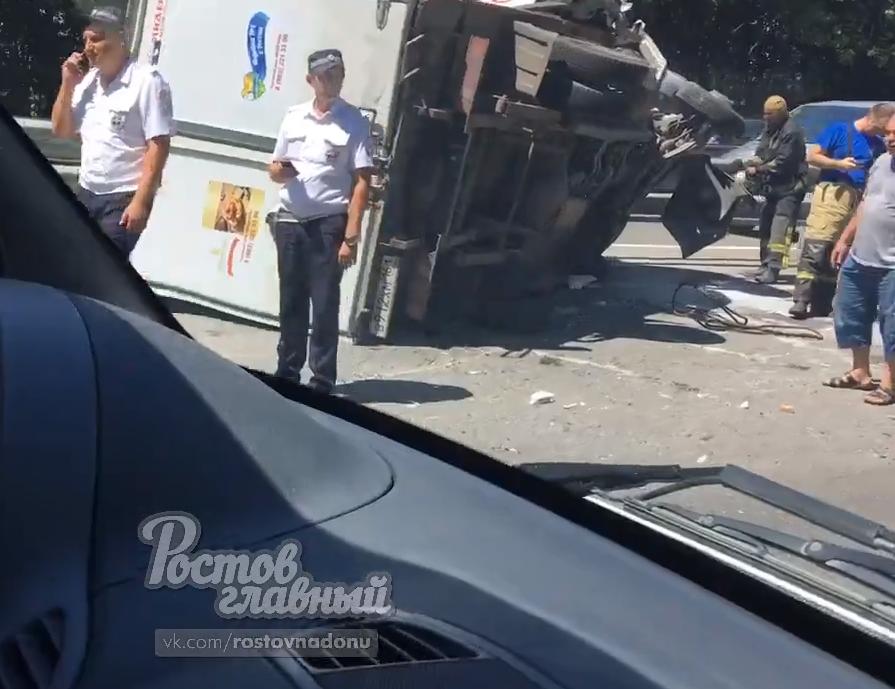 Авария случилась на выезде из Аксая в сторону Новочеркасска