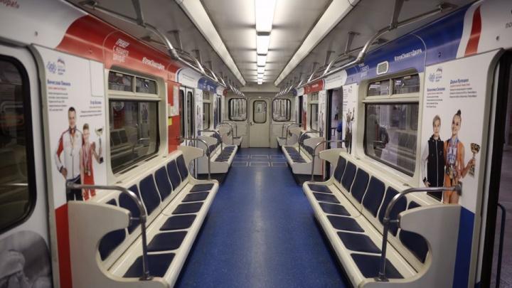 На линию метро вышел поезд с портретами новосибирских спортсменов
